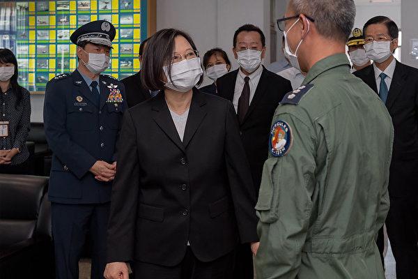 中華民國總統蔡英文10月6日視導空軍第六混合聯隊。(總統府提供)