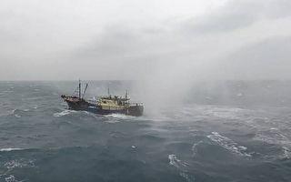 陸船越界澎湖海域避風 高雄艦水炮驅離20餘艘