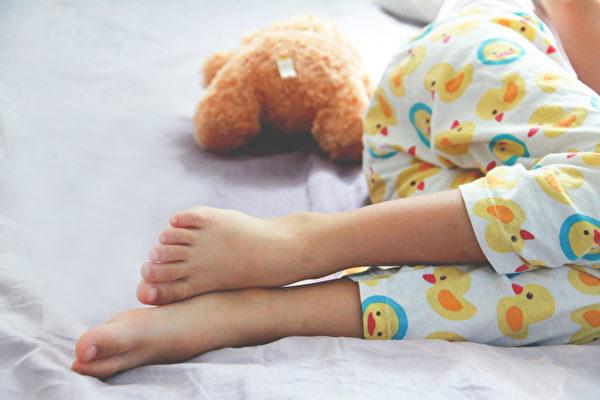 尿床、遺尿是不是病、是什麼原因所致?(Shutterstock)