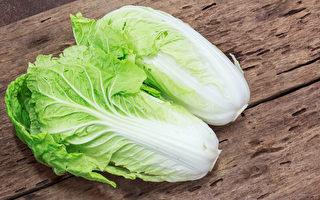 大白菜热量低,还有丰富的抗氧化物,有助防癌、解毒。(Shutterstock)
