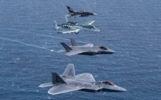 组图:美军四大战机罕见同框飞行表演