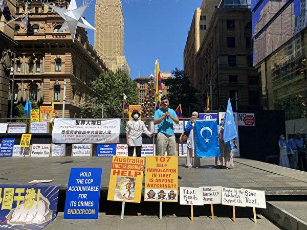 2020年12月10日,國際人權日當天,澳洲悉尼多個團體在市中心舉行集會,譴責中共暴政。圖為昆州學生帕夫洛(Drew Pavlou)在集會上發言。(李睿/大紀元)