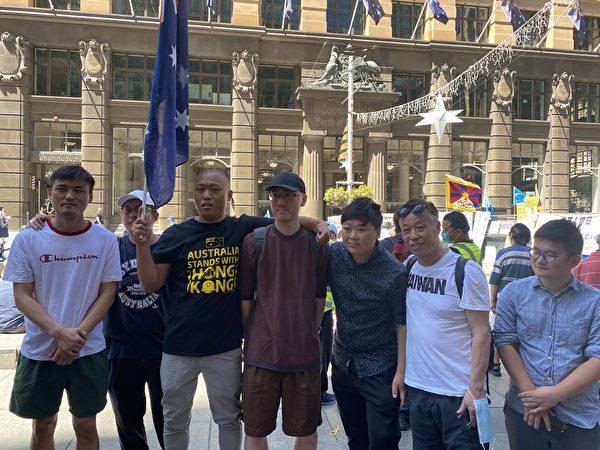 2020年12月10日,國際人權日當天,澳洲悉尼多個團體在市中心舉行集會,譴責中共暴政。圖為參加集會的華人團體。(李睿/大紀元)