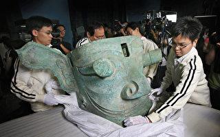 2007年5月28日,四川三星堆出土的青铜纵目面具被运到香港展出。