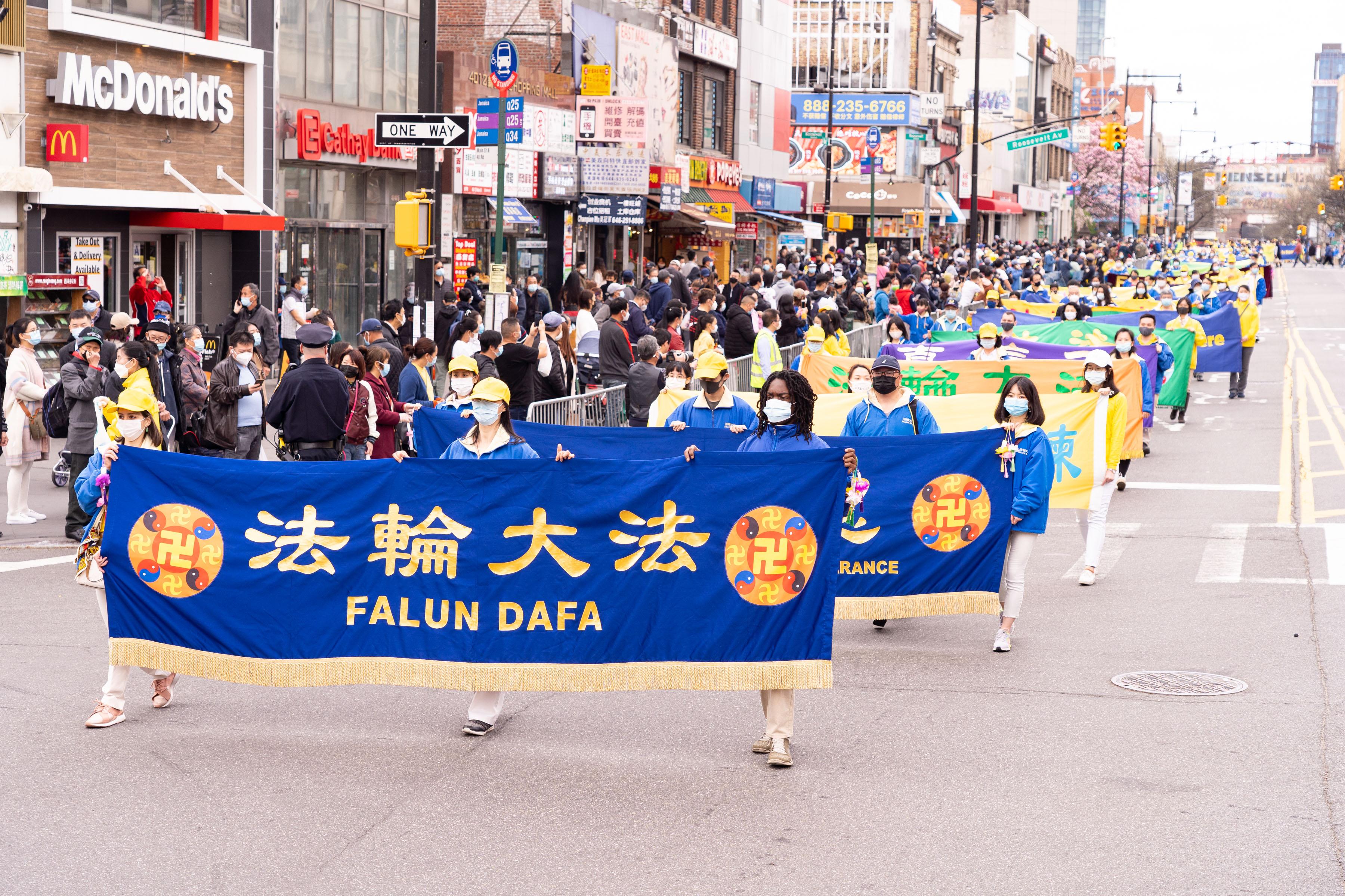【組圖】紐約千人遊行紀念「四二五」22周年