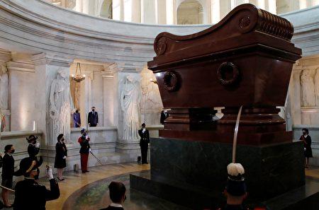 組圖:馬克龍出席拿破侖逝世200周年儀式