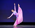组图一:第九届中国古典舞复赛青年女子组风采
