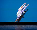 组图三:中国古典舞大赛青年组金奖得主风采