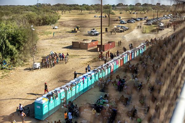 非法移民增至1.3万 德州一度关6个入境口