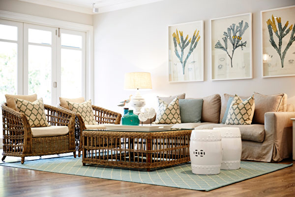 Interior,Photography,Of,A,Hampton's,Style,Lounge,Room,With,Cane